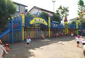 園児命名の『スーパージャンボすべり台』を園庭に設置